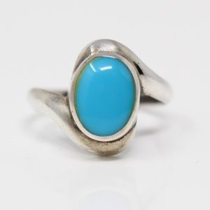 VINTAGE Sterling Oval Blue Turquoise Ring 5.75